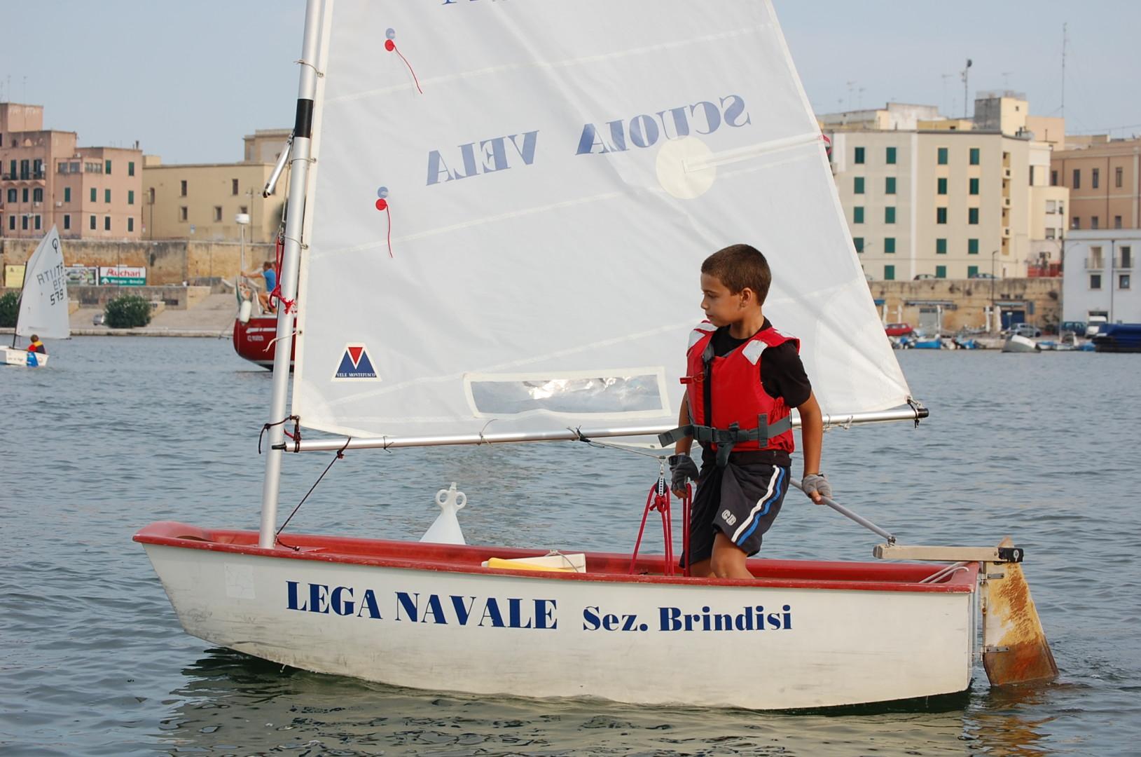 Scuola-di-vela-lega-navale-LNI-Brindisi (1)